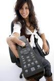 Adolescente que goza mirando la televisión Fotografía de archivo