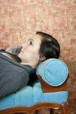Adolescente que habla en el teléfono celular Imagenes de archivo
