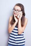 Adolescente que habla por el teléfono Imagenes de archivo