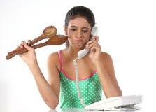 Adolescente que habla sobre telephon Fotos de archivo