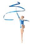 Adolescente que hace danza de la gimnasia con la cinta Fotografía de archivo