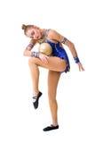 Adolescente que hace ejercicios de la gimnasia con la bola gimnástica Aislado Imágenes de archivo libres de regalías