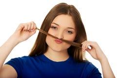 Adolescente que hace el bigote del pelo Foto de archivo libre de regalías