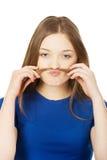 Adolescente que hace el bigote del pelo Imágenes de archivo libres de regalías