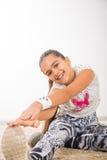 Adolescente que hace estirando ejercicios Imagenes de archivo