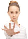 Adolescente que hace gesto de la parada Foto de archivo