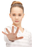 Adolescente que hace gesto de la parada Imagen de archivo