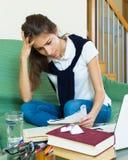 Adolescente que hace la preparación Foto de archivo