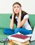 Adolescente que hace la preparación Imágenes de archivo libres de regalías