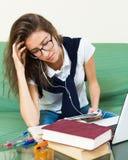 Adolescente que hace la preparación Fotos de archivo