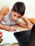 Adolescente que hace la preparación Imagenes de archivo