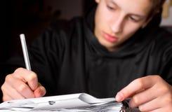 Adolescente que hace Schoolwork Foto de archivo libre de regalías