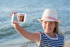 Adolescente que hace un Selfie Foto de archivo libre de regalías