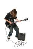 Adolescente que joga a guitarra elétrica com amplificador imagens de stock