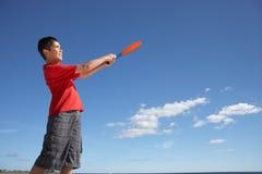 Adolescente que juega a béisbol Imagen de archivo libre de regalías