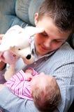 Adolescente que juega con el bebé Fotografía de archivo libre de regalías