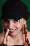 Adolescente que juega con un chicle Imagen de archivo libre de regalías