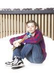 Adolescente que juega el marimba en estudio Imagenes de archivo