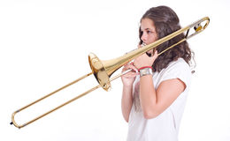 Adolescente que juega el trombón Foto de archivo libre de regalías