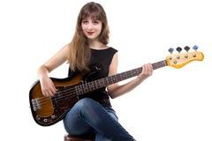 Adolescente que juega en la guitarra baja Fotografía de archivo libre de regalías