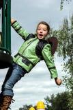 Adolescente que juega en patio Fotografía de archivo