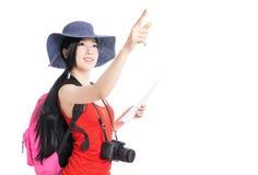 Adolescente que lleva un lugar del hallazgo del top del color rojo Imagen de archivo libre de regalías
