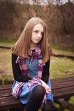 Adolescente que mira en la distancia Foto de archivo