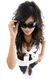 Adolescente que mira furtivamente a través de las lentes Imagen de archivo libre de regalías