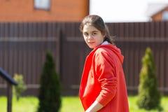Adolescente que mira la cámara Fotografía de archivo libre de regalías