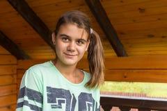 Adolescente que mira la cámara Fotos de archivo
