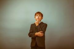 Adolescente que mira para arriba de pensamiento Fotos de archivo