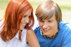 Adolescente que mira su verano del novio Imagen de archivo libre de regalías