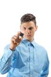 Adolescente que mira un microprocesador aislado Imagen de archivo