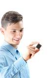Adolescente que mira un microprocesador aislado en blanco Fotografía de archivo
