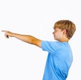 Adolescente que muestra con su brazo en la dirección del foreward Imágenes de archivo libres de regalías