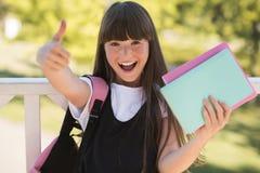 Adolescente que muestra el pulgar para arriba Foto de archivo