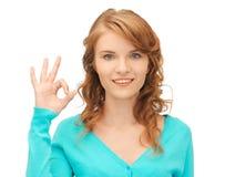 Adolescente que muestra la muestra aceptable Imagen de archivo libre de regalías