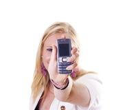 Adolescente que muestra su móvil Fotos de archivo libres de regalías