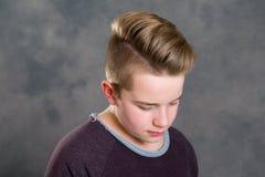 Adolescente que parece triste Imagen de archivo