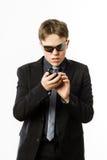 Adolescente que presenta como un soldado de la guardia con el radiotransmisor Foto de archivo libre de regalías