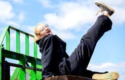 Adolescente que presenta en guardapolvos Fotos de archivo libres de regalías