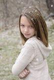 Adolescente que presenta en invierno Imagen de archivo