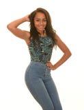 Adolescente que presenta en tejanos Fotos de archivo libres de regalías