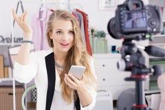 Adolescente que registra el vlog diario Imagen de archivo