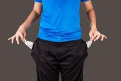 Adolescente que saca sus bolsillos vacíos Foto de archivo libre de regalías