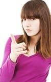 Adolescente que señala el dedo con actitud Imagen de archivo