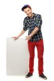 Adolescente que señala en el cartel en blanco Imágenes de archivo libres de regalías