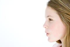 Adolescente que se coloca con la boca abierta Fotografía de archivo libre de regalías