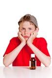 Adolescente que se enfurruña con la botella de la medicina Fotos de archivo libres de regalías