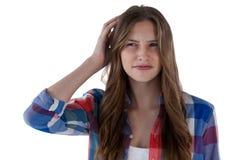 Adolescente que se opone al fondo blanco Fotografía de archivo